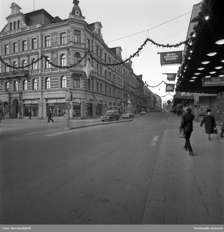 Kvarteret Nyttan fotograferat från de fyra gathörnen Storgatan-Thulegatan-Kyrkogatan-Torggatan. (Béves-Henrix-Nya Saluhallen-?)