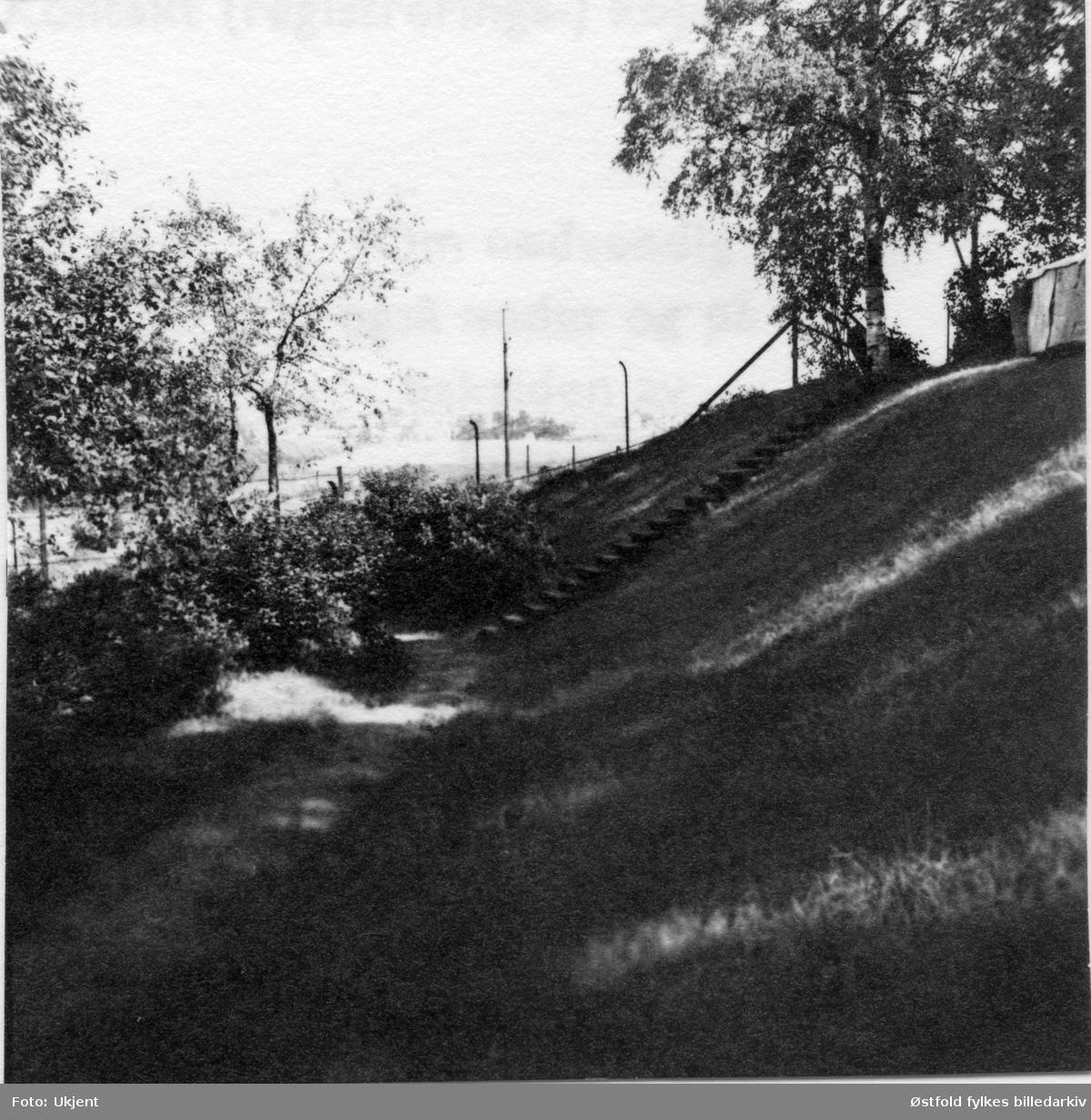 Rester av Olavsvollen i hagen til St. Mariegate 21 (nå revet), Sarpsborg, 1950.