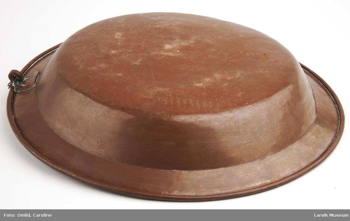 Form: fortinnet inni på baksiden krok med beslag