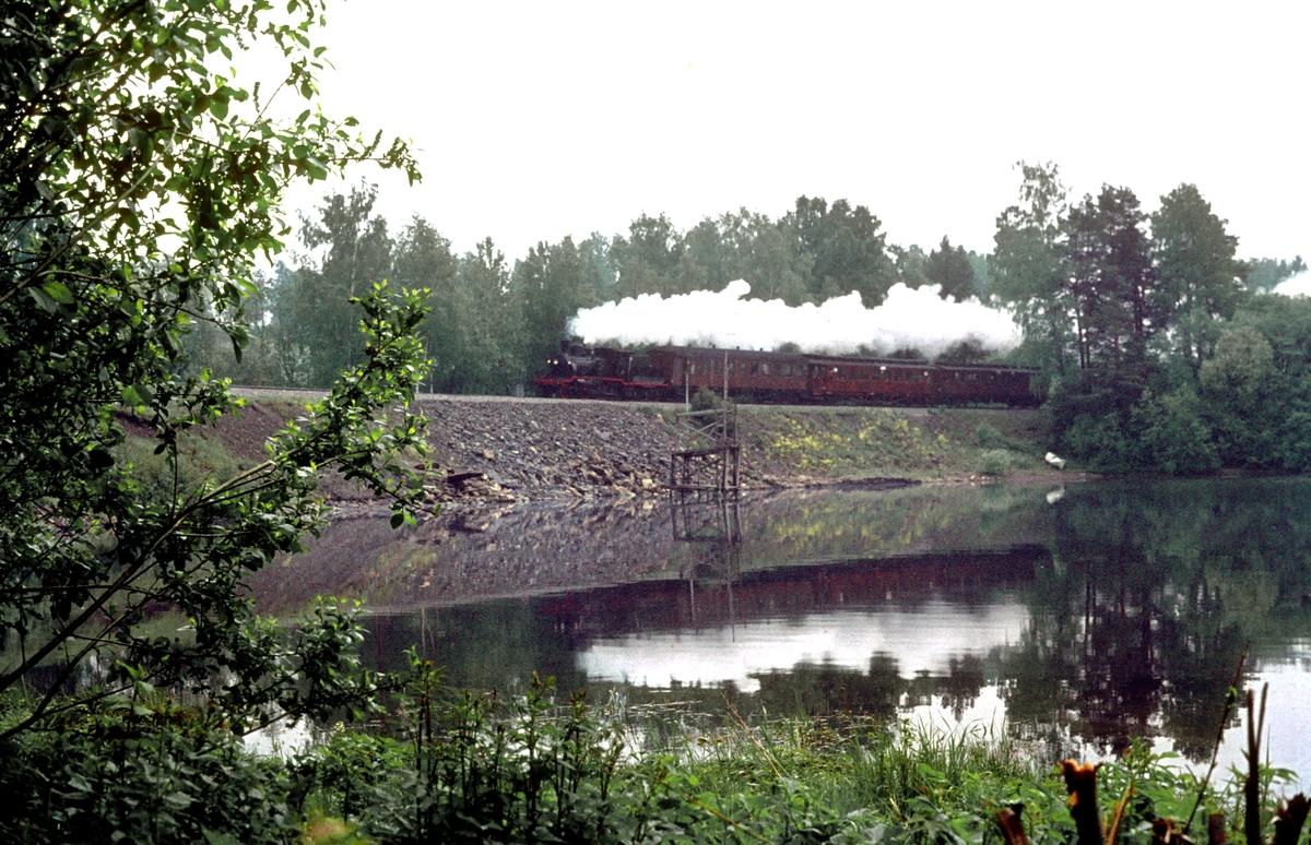 Veterantog med damplokomotiv 21b 252 i forbindelse med Jernbanedagene.