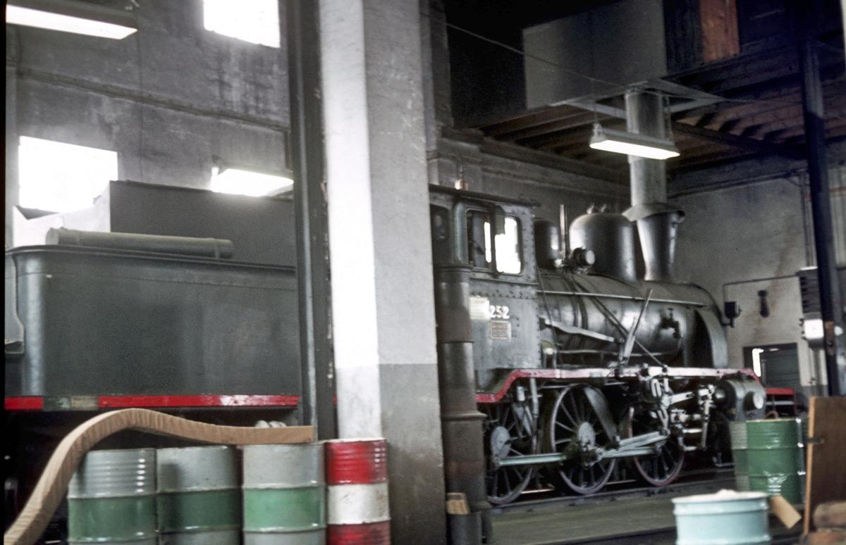 Damplokomotiv 21b 252 i lokomotivstallen på Kongsberg.