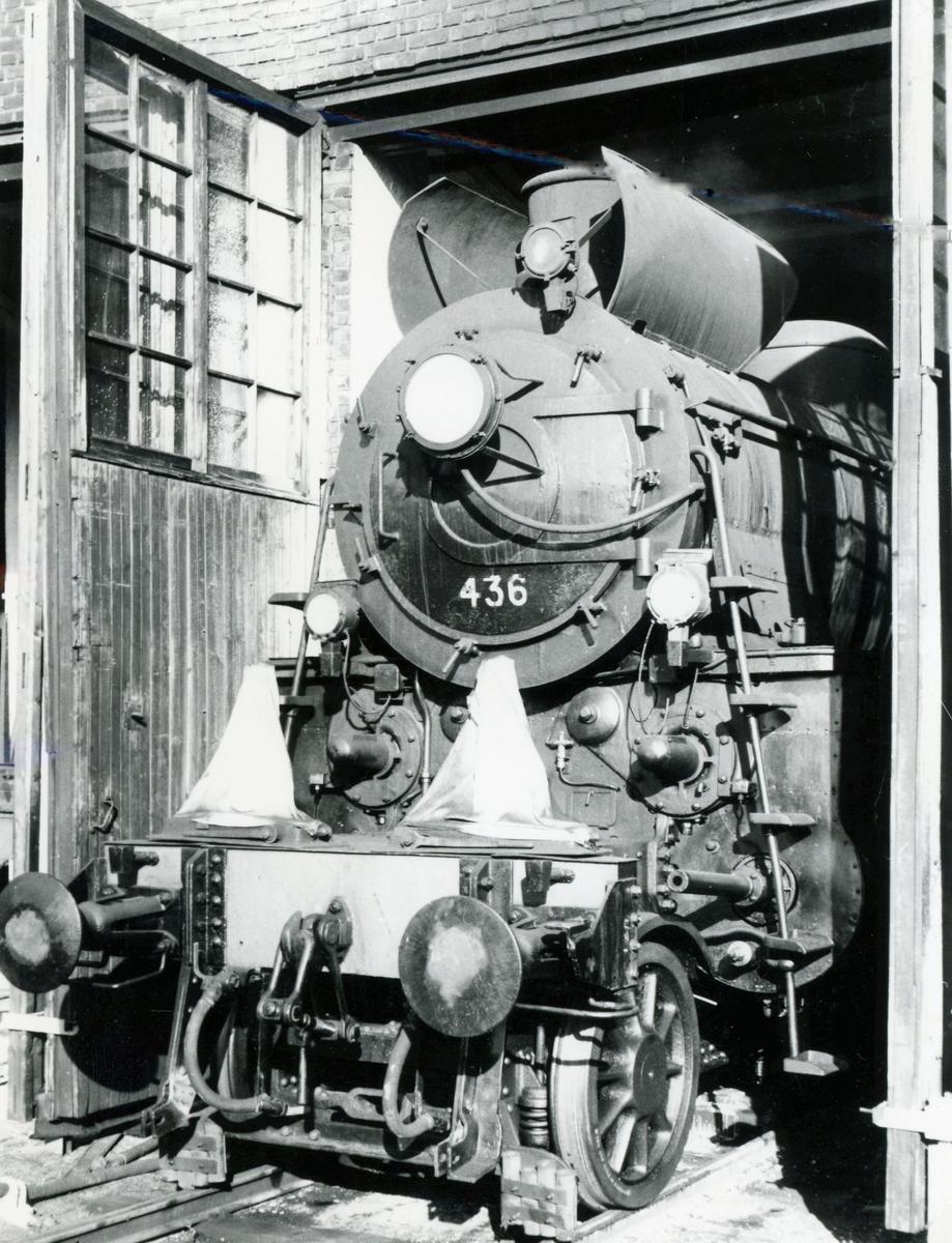 Damplok type 26c nr. 436 på Hamar stasjon. Lokomotivet kjøres frem for fotografering i forbindelse med Svenska Järnvägsklubbens veterantogstur.