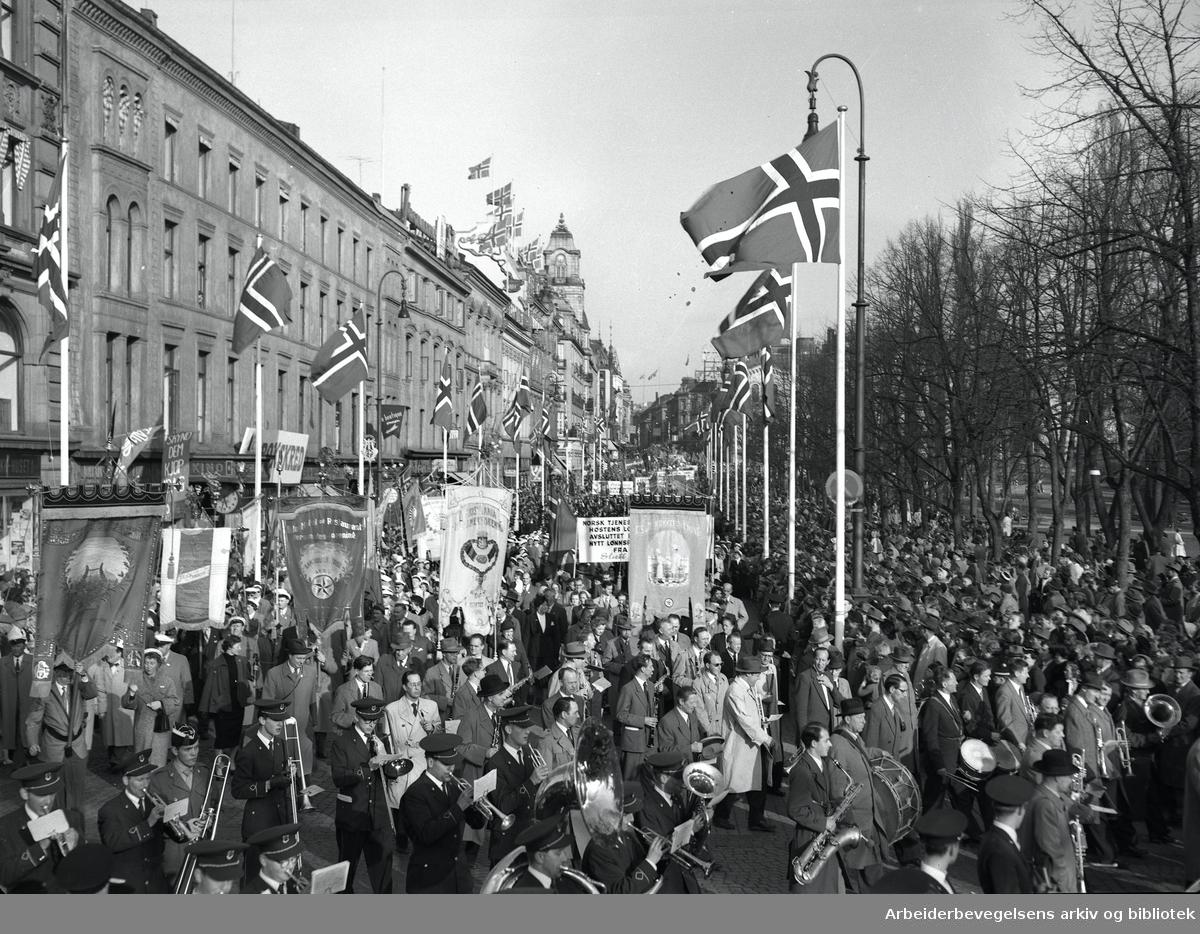 1. mai 1955.Demonstrasjonstoget...