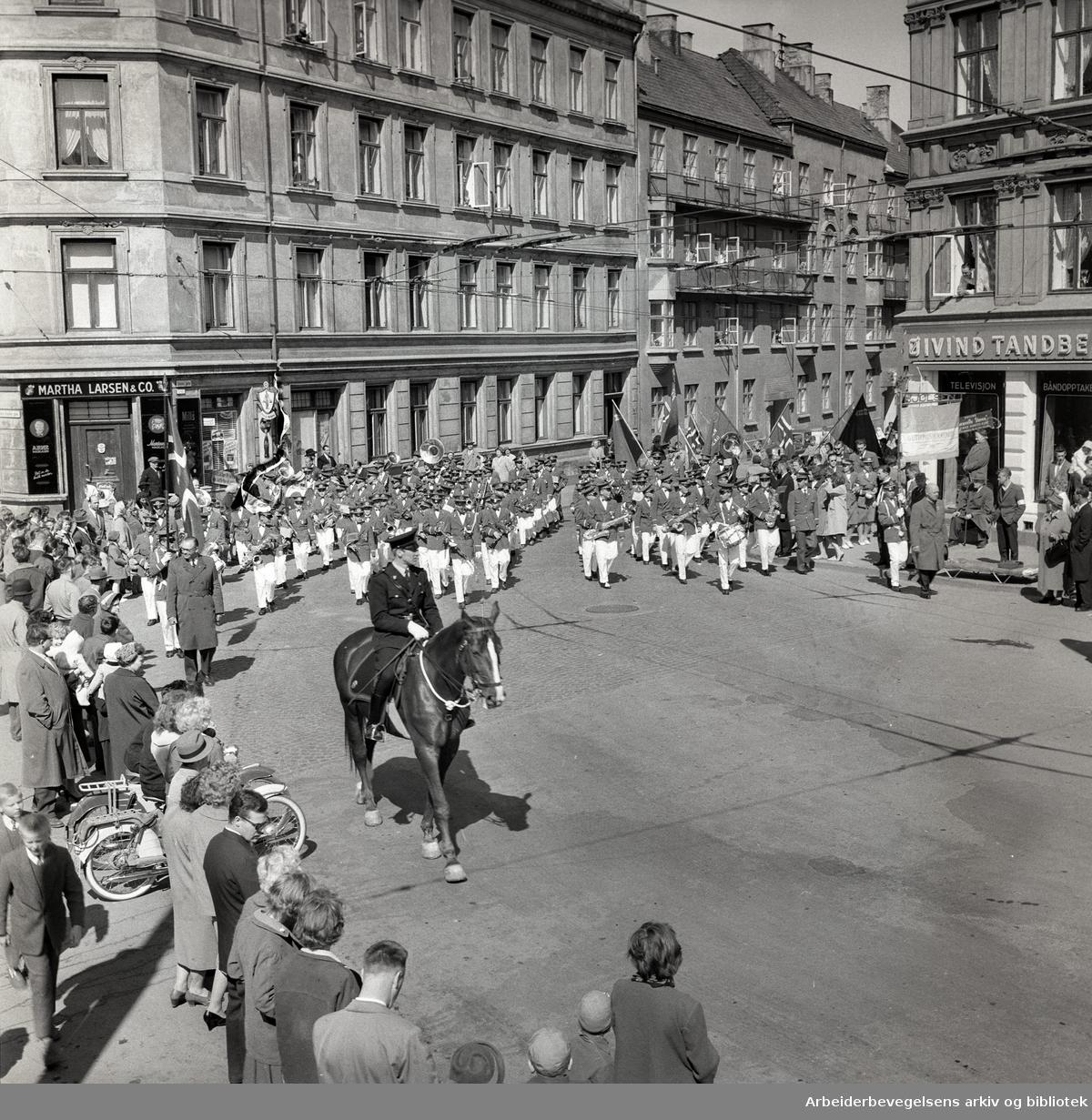 1. mai 1960 i Oslo Framfylkingens tog ved Sørligate, Sørli plass.