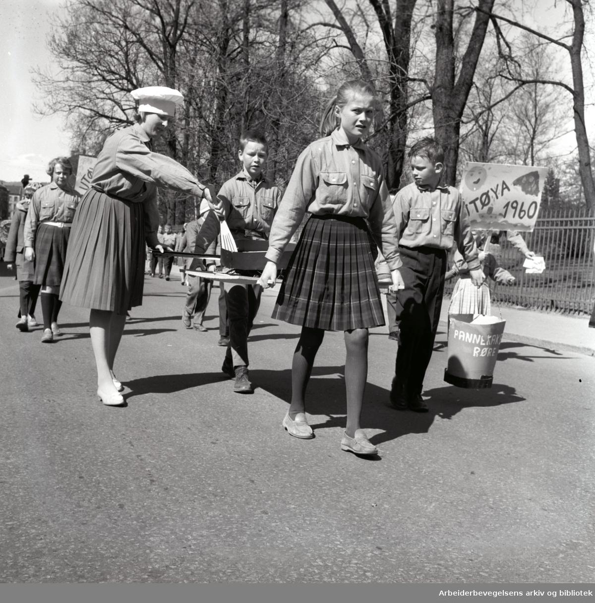 1. mai 1960 i Oslo.Framfylkingens tog...