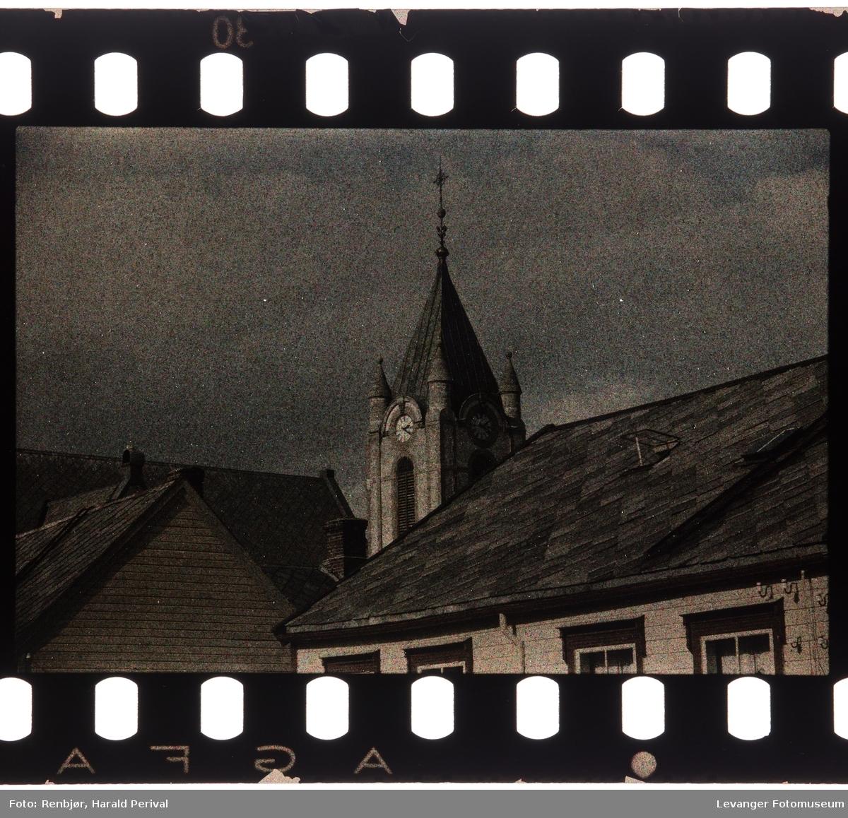 Spiret til Levanger kirke, tatt fra vinduet i Renbjørgården..