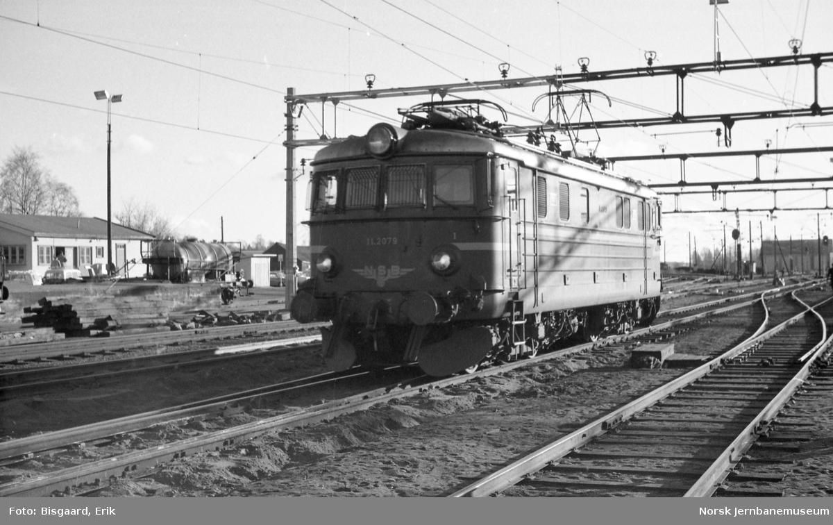 Elektrisk lokomotiv El 11 nr. 2079 på Ski stasjon