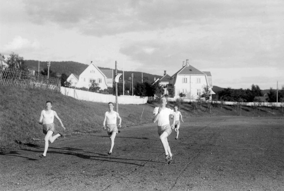 Pokalkonkurranse på Sportsplassen. Mjøsbyene og Elverum. Trening.