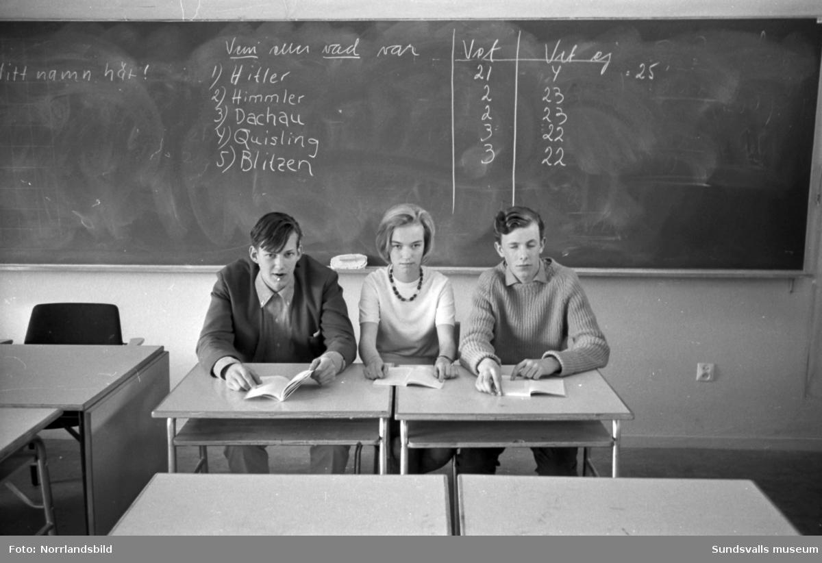 Elever på Åkersviks skola och Läroverket testar sina kunskaper om nazismen.