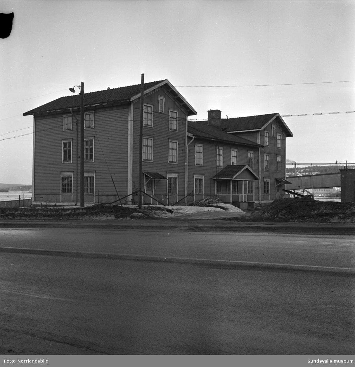 Gamla folkskolan i Svartvik, bolagsskolan, som revs för att ge plats för sulfitfabriken.