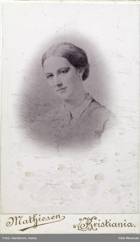 tegning: portrett, kvinne, skuespillerinne, vignettert brystbilde