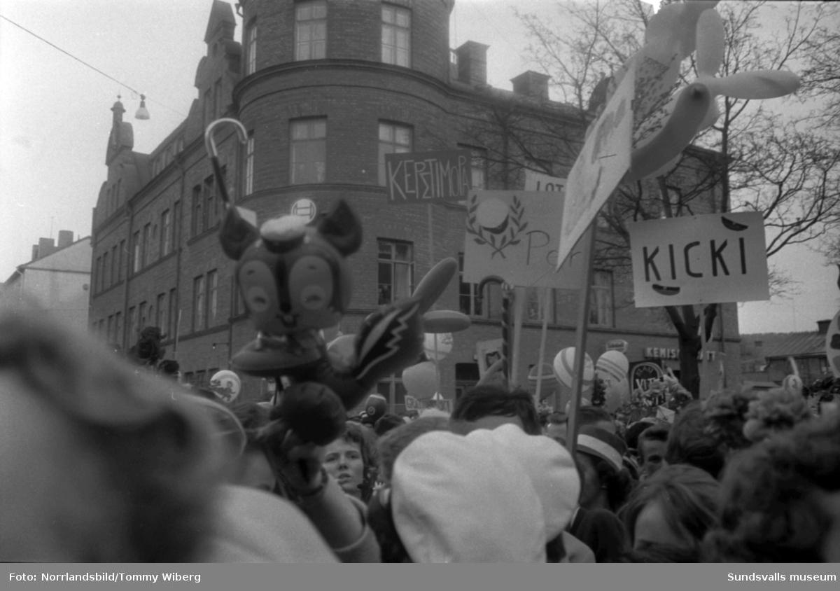 Studentexamen i Sundsvall 1961. En stor serie bilder på glada studenter.