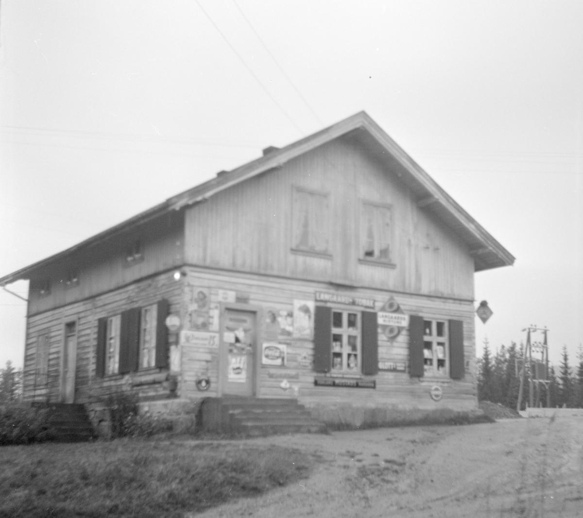 Gammelt landhandleri langs Krøderbanen.