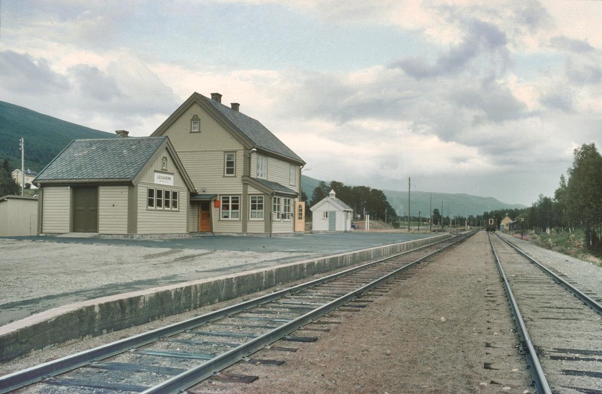 Lesjaverk stasjon. Godshus, Stasjonsbygning, Privet.