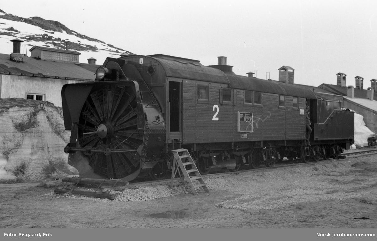 Dampdrevet roterende snøplog nr. 2 på Finse stasjon