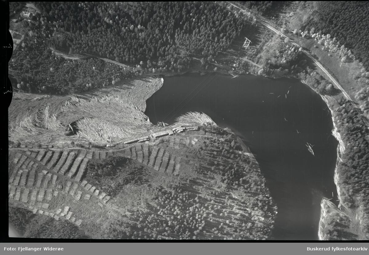 Store mengder tømmer i elva 1953