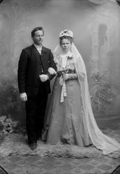 Brudebilde av Gullik (Gunleik G. Rua (1877-1931) og Thora El