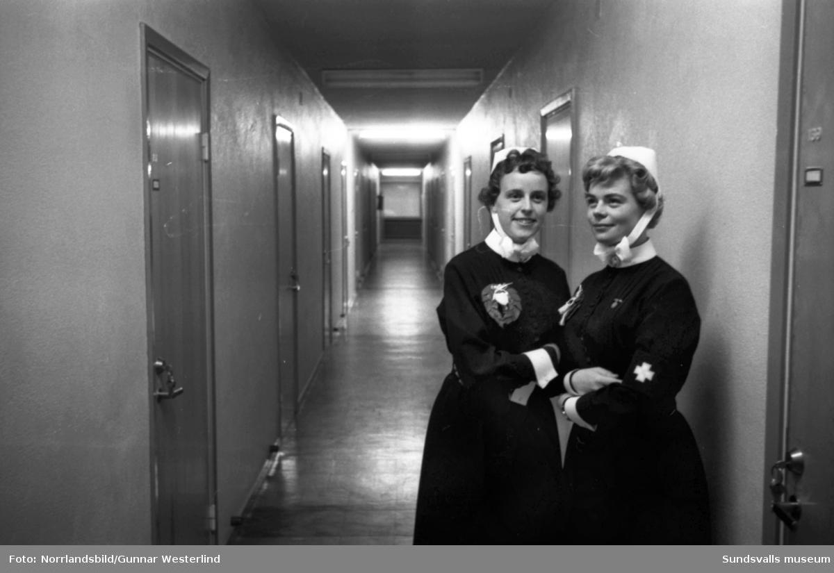 Två nyutexaminerade sjuksköterskor.
