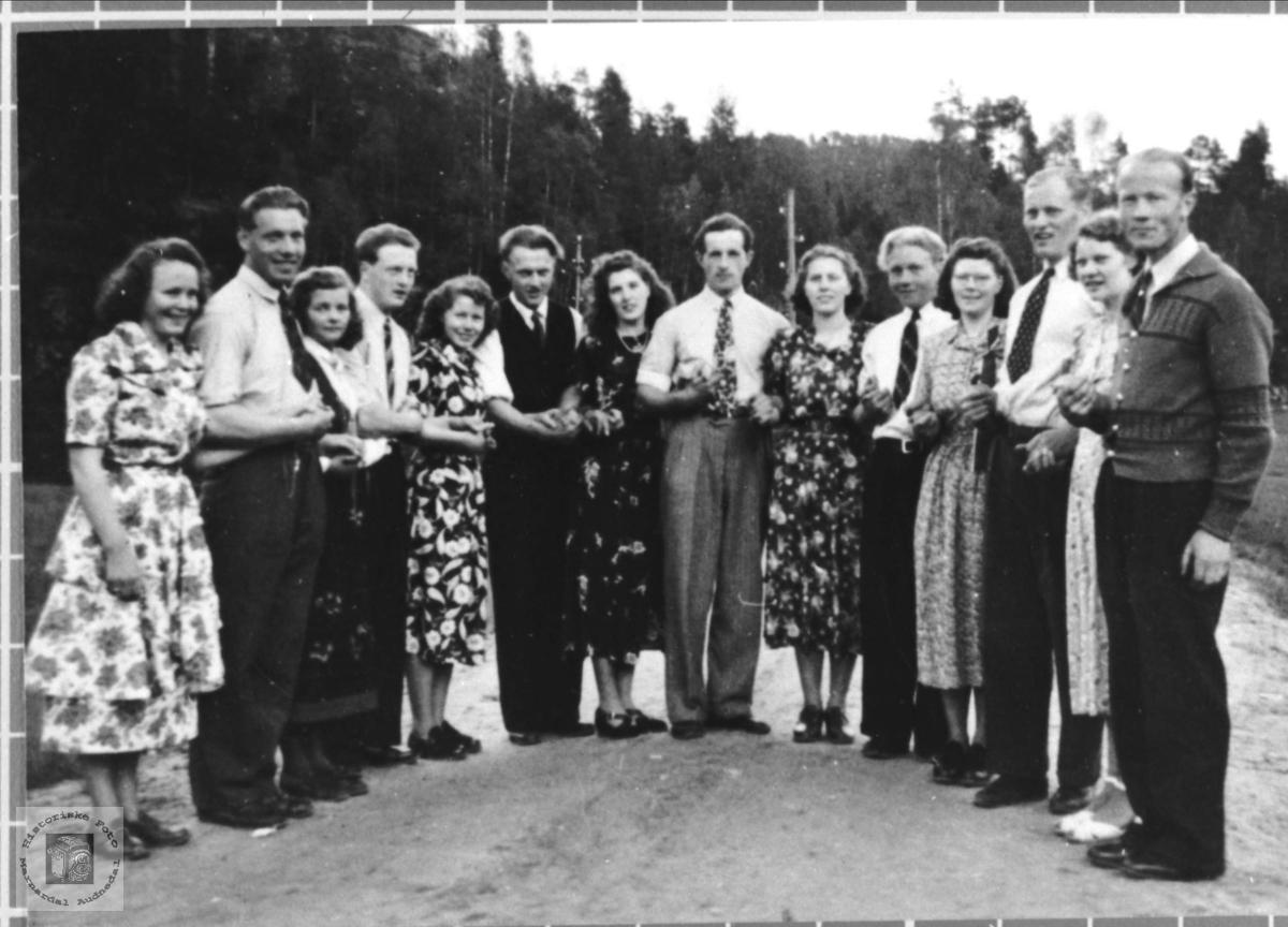 Leikarringen til Bjelland ungdomslag 17.mai 1950