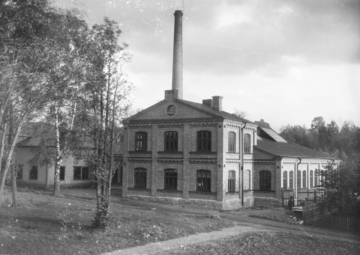 Enköpings Mekaniska Verkstad, industribyggnad uppförd 1899, Fanna, Enköping, vy från nordväst, ev. 1902.
