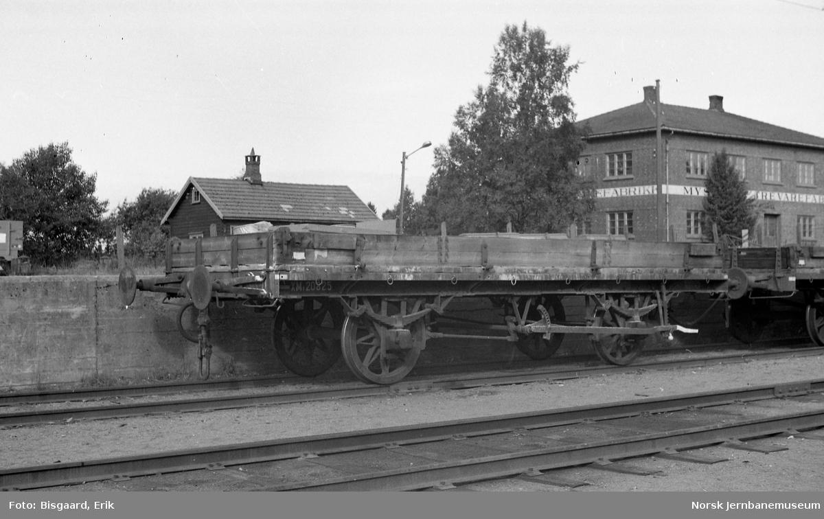 Grusvogn litra XM1 nr. 20825 på Mysen stasjon
