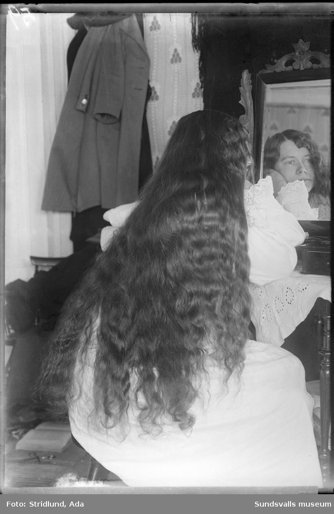 Mandis Söderberg, Usland, i arrangerad posé framför pigtittare.