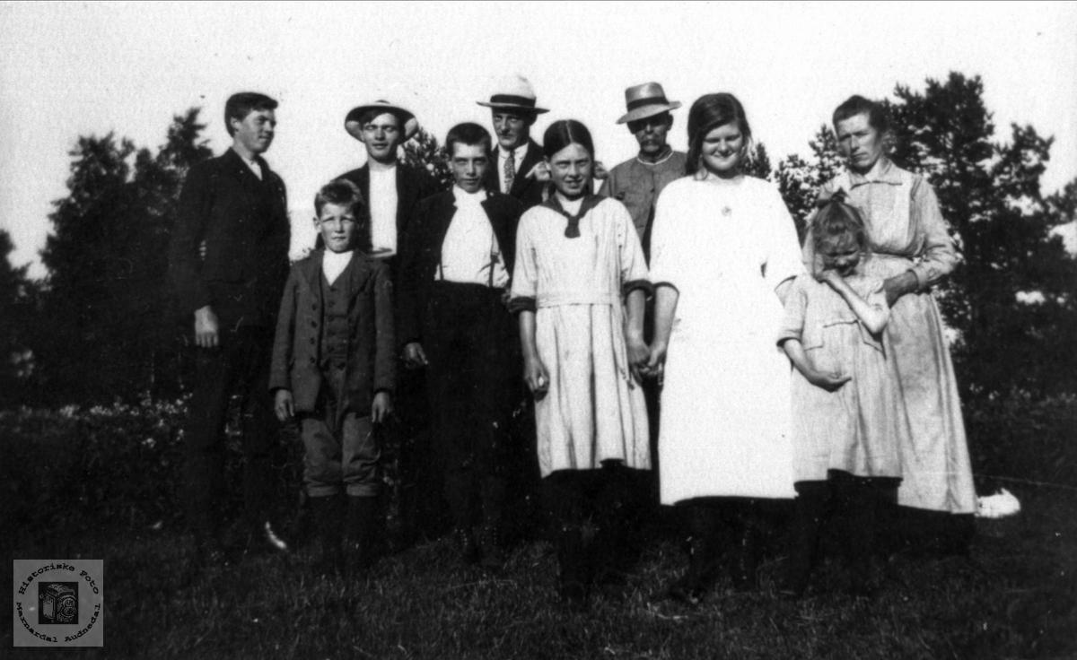 Gruppe. Folk fra Ågset og Bruskeland.