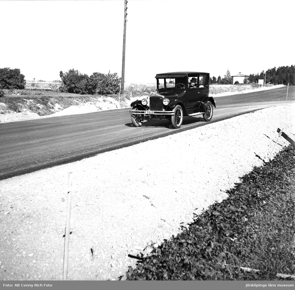 T-Ford på väg i Lekeryd på 1960-talet.