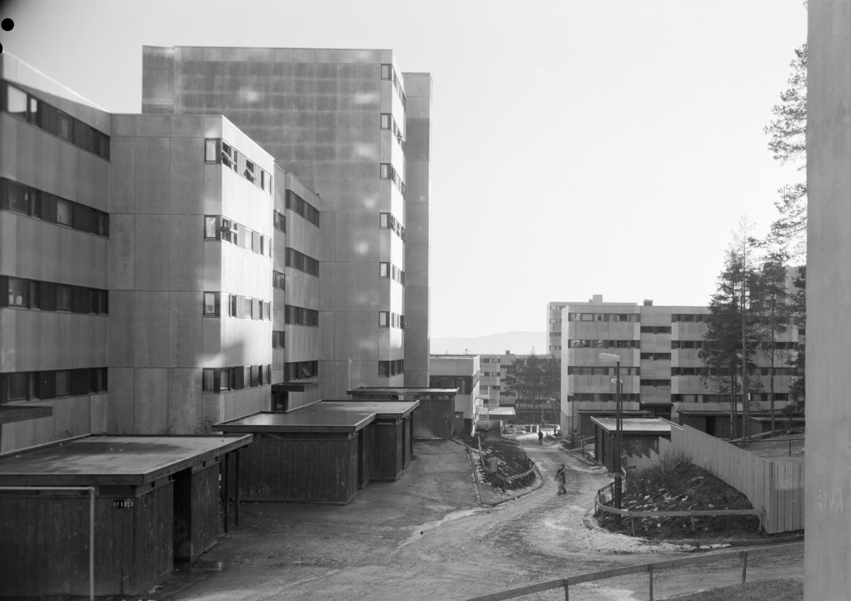 Arkitekturfotografier av byggefeltet og senteret på Romsås.