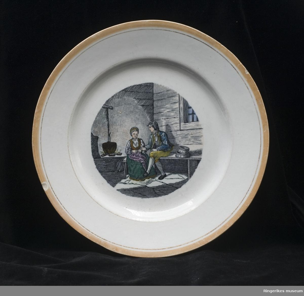 Liten tallerken med motiv  Motivet er muligens inspirert av Adolph Tiedemand  Gitt av frk. Lomsdalen, Skaugstad  Stemplet Egersund Fayanse 1867 - 1876 ::