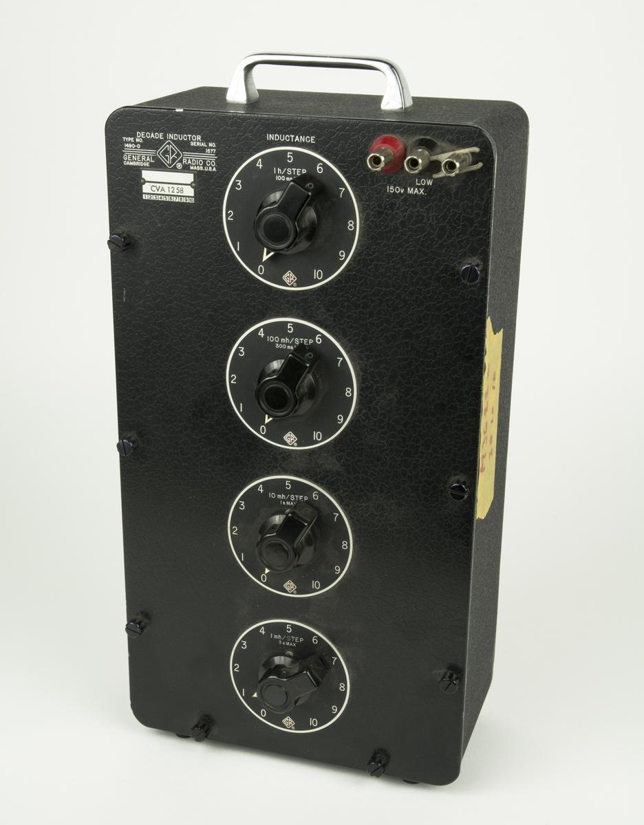 Induktansdekad, Decade inductor 1490-D, är en anordning som motverkar växelström. Användningsområde inom såväl kraft som teleteknik. 4 st inställningsmöjligheter flr induktans, vilket är sambandet mellan magnetsikt flöde och strömstyrka.