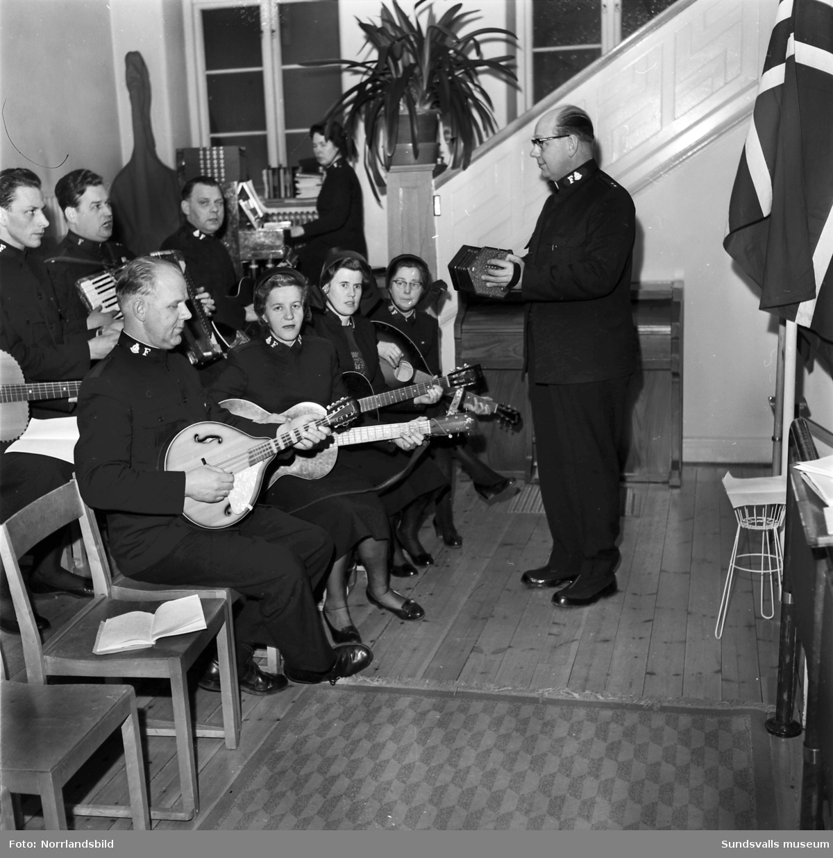 Musikunderhållning på Frälsningsarmén. (Norge-teamet)