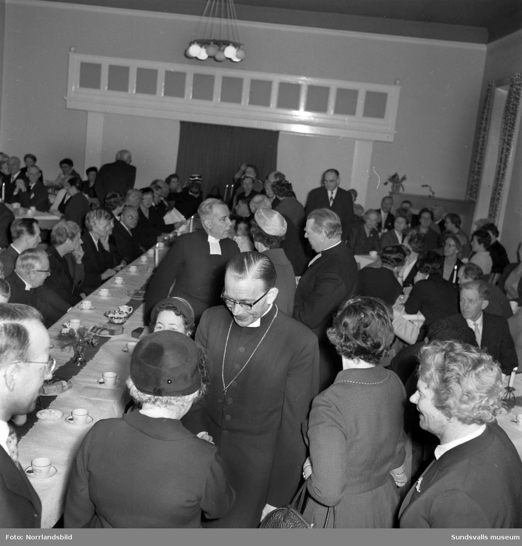 Kyrkomöte på församlingshemmet.
