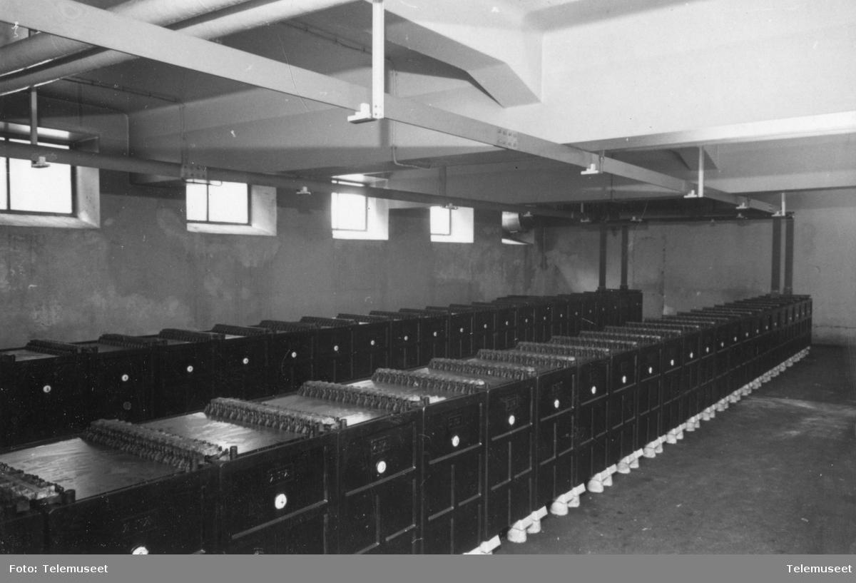 Batterier  interiør batterirommet på Fagerborg før omplassering