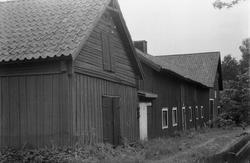 Lada, stall, lider, fähus,kylrum och ladugård, Skuttunge by