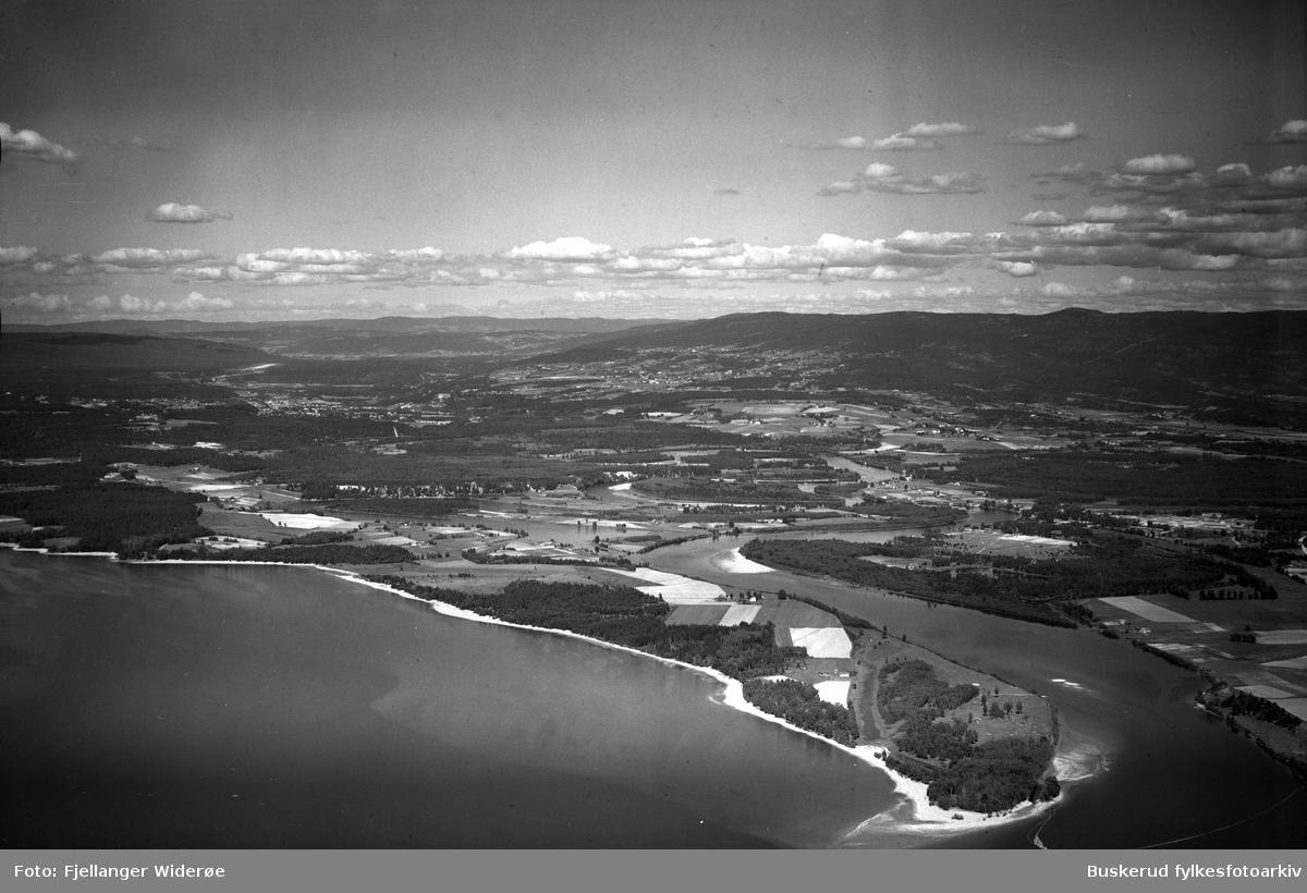 Storelvas utløp ved Averøya. Helgelandsmoen, Mælingen, Storfjorden, Onsaker 1947