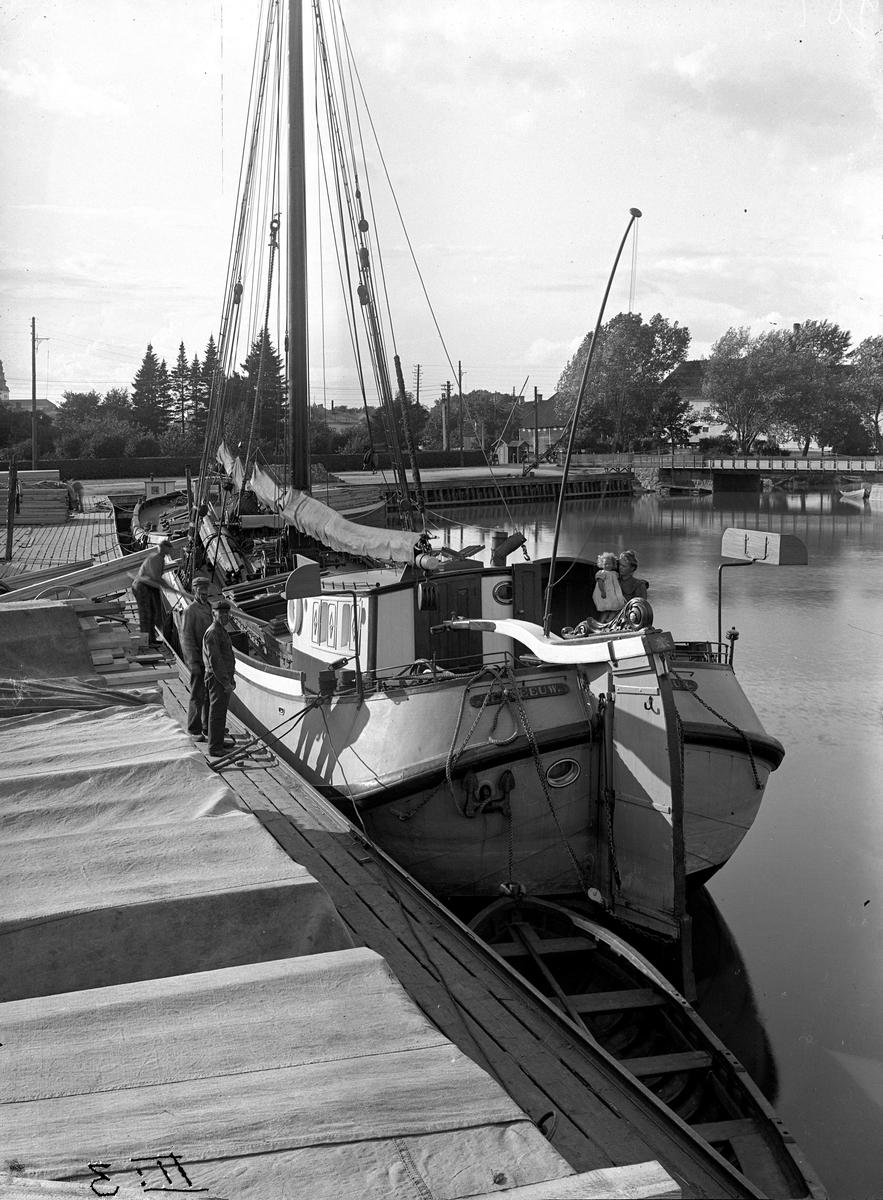 En holländsk skuta i Köpings hamn. Fotograf: E. Sörman Fotokopia finns.