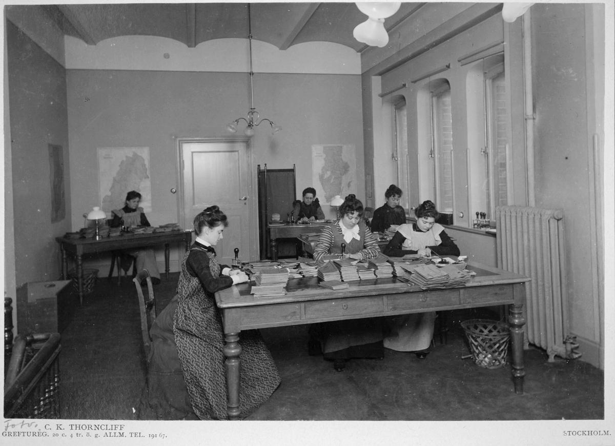 Postsparbanken,  1903, Centralposthuset. Fru Ingeborg Wahlberg, Constance de Frese, Götha Knochenhauer, Astrid Ryding, fru Ellen Köhler, Thyra von Schewen.
