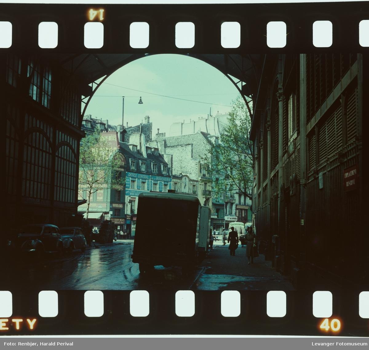 Gatescene fra Paris kanskje fra hallene.