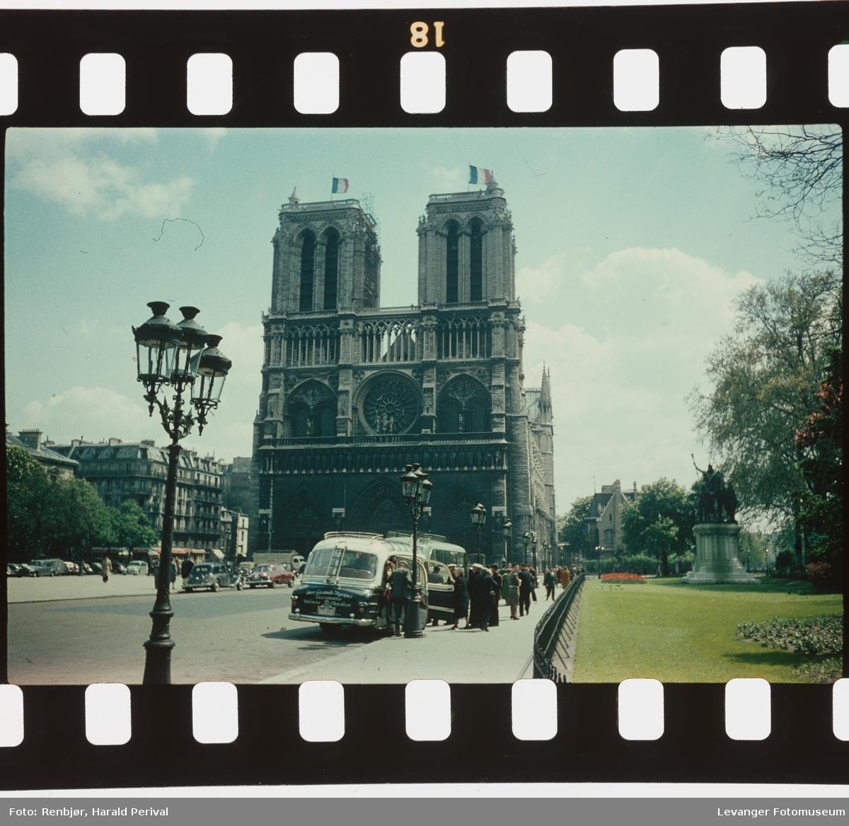Utenfor Notre Dame.