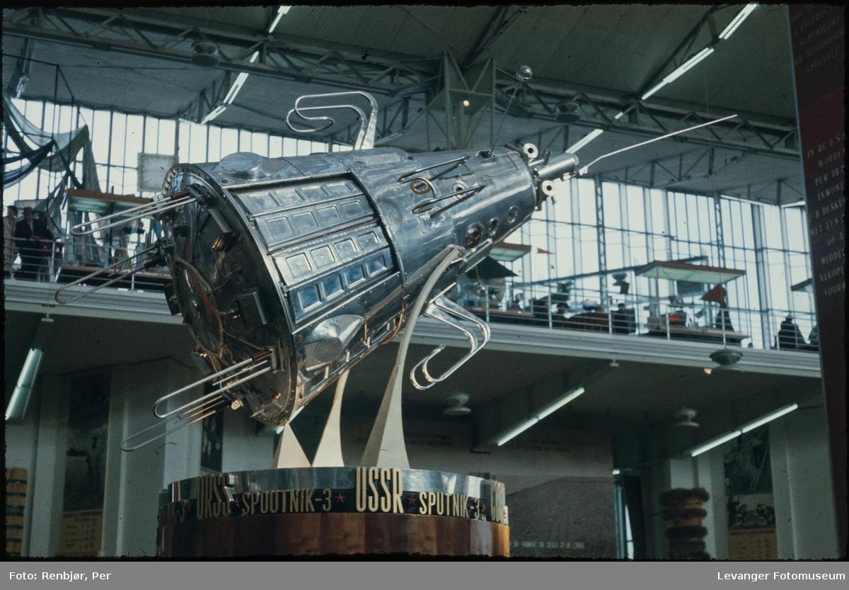 Den sovjetiske paviljongen, verdensutstillingen i Brusse Expo 1958. modell av Sputnik.