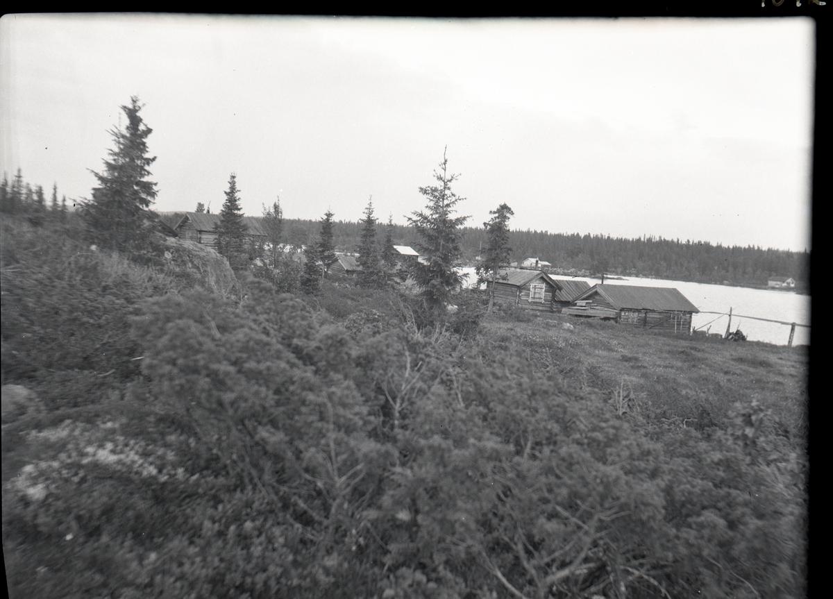 Bildet viser en oversikt over deler av naustebyen ved Høvren i Sør-Aurdal.