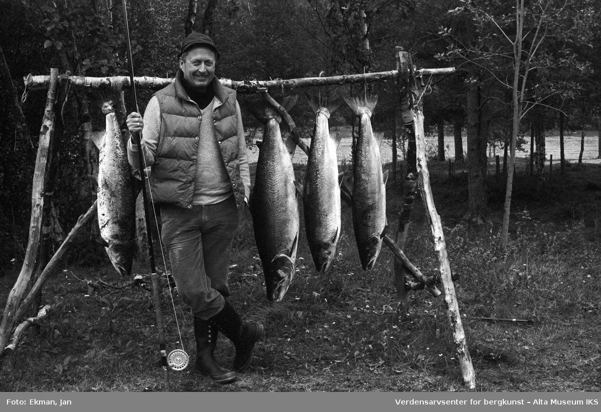 Fangst med personer. Fotografert 1986. Fotoserie: Laksefiske i Altaelva i perioden 1970-1988 (av Jan Ekman).