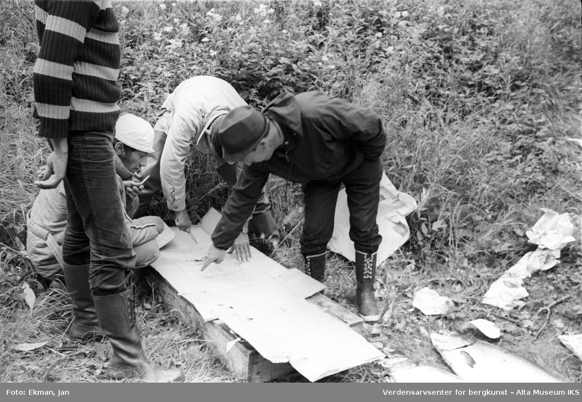 Fangst med personer. Fotografert 1972. Fotoserie: Laksefiske i Altaelva i perioden 1970-1988 (av Jan Ekman).