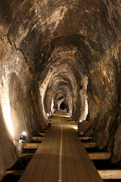Den ovale gruvegangen som er laget ved hjelp av fyrsetting (Foto/Photo)