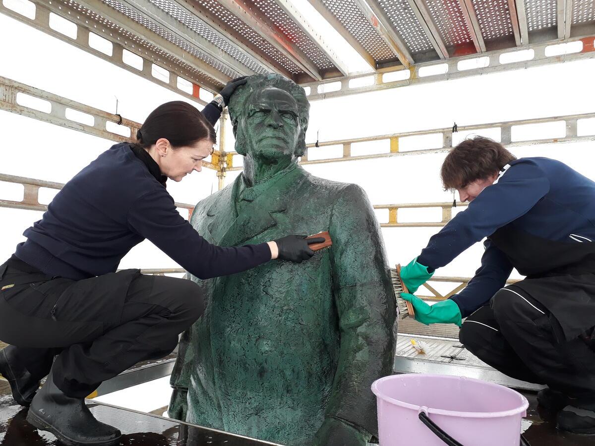 In situ-konservering av Gustav Vigelands statue av Bjørnstjerne Bjørnson i Teaterparken i Bergen (Foto/Photo)