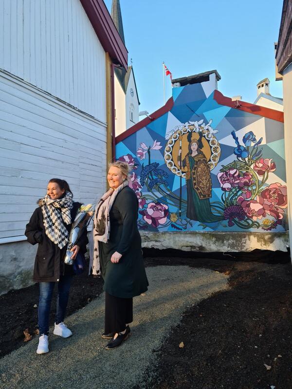 Kunstner Anna Louise Andersen og museumsleder Annika Engelhart (Foto/Photo)