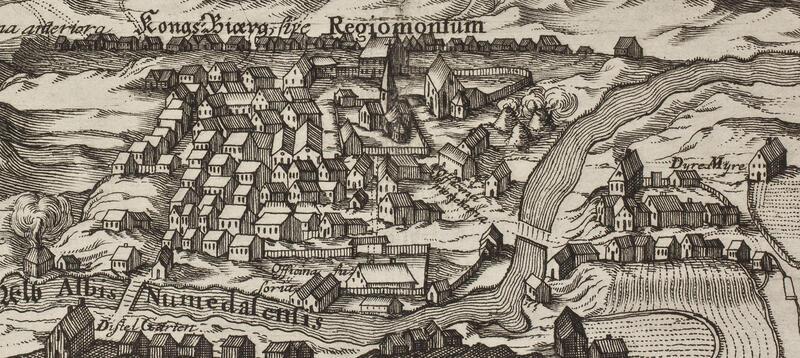 Kongsberg på slutten av 1600-tallet, gjenoppbygd to ganger etter branner 1631 og 1652. Byen var bygd opp med mange små typehus for bergmennene og noen større verksbygninger og privatboliger. (Museum Regium 1713, Norsk Bergverksmuseum) (Foto/Photo)