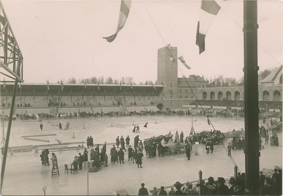 Biltävling vid Stadion i Stockholm. Fotografi från John Neréns motorhistoriska samling.