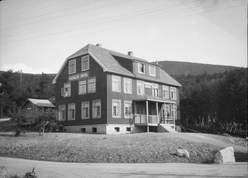 Ulekleiv hotell, Dombås, ca. 1910-40. Foto: Hans Joramo/Maihaugen. (Foto/Photo)